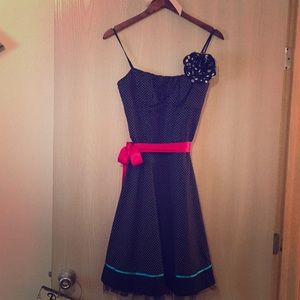 Beautiful med length party dress